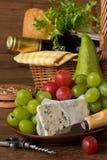 Korb für Picknick. Stockbilder