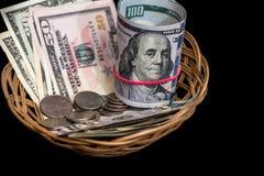 Korb mit dem Dollar lokalisiert Stockfoto
