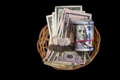 Korb mit dem Dollar lokalisiert Lizenzfreie Stockbilder