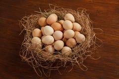 Korb mit Eiern Stockbild