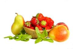 Korb mit Erdbeere und FRU Stockfotografie