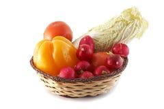 Korb mit Gemüse Lizenzfreie Stockbilder