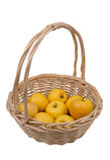 Korb mit Golden- Delicious Äpfeln Lizenzfreie Stockfotos