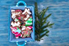 Korb mit Weihnachten- und neues Jahr ` s Backen Stockbild