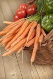 Korb voll des Gemüses Stockfoto