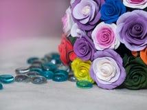 Korb voll von Fallblumen Stockbild