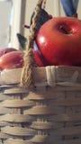 Korb von Äpfeln Stockbild