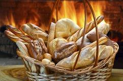 Korb von Broten Lizenzfreie Stockfotografie