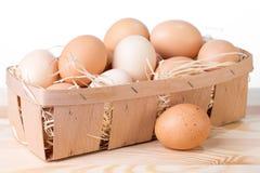 Korb von Eiern Stockfotografie