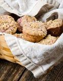 Korb von Muffins Stockfotos