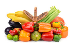 Korb von Obst und Gemüse von Lizenzfreie Stockbilder