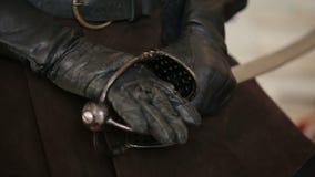 Kordzik w mężczyzna rękach