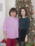 Koreańczyk macierzysty przy bożymi narodzeniami i jej Amerasian córka Obraz Royalty Free