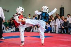 Taekwondo rywalizacje między dziećmi Obrazy Stock