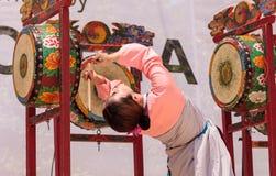 Koreański bębenu taniec wykonujący przy San Diego zoo safari parkiem Fotografia Royalty Free