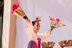 Koreański fan taniec wykonujący przy San Diego zoo safari parkiem Zdjęcia Stock