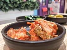 Koreański jedzenie; Kimchi na stole z zamazanym tłem Obraz Royalty Free