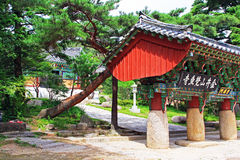 Korea Busan Beomeosa Jogyemum port royaltyfria foton