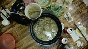 Korea mat i varm pannakoreanrestaurang arkivfilmer