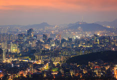 Korea stadshorisont och torn för N Seoul Royaltyfria Foton