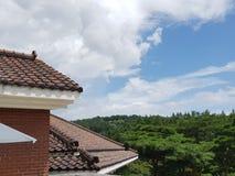 Korea stylu budynek z niebieskim niebem obraz royalty free