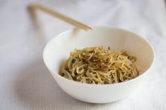 Koreaanse die voedsel, soja sprount met knoflook wordt gemarineerd en sojasaus met eetstokje, selectieve nadruk stock afbeelding