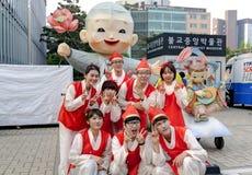 Koreaanse jongeren die Lotus Lantern Fest vieren Stock Fotografie