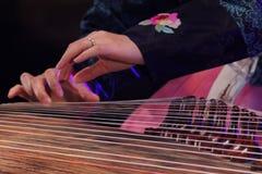 Koreaanse musicus kayagumspeler royalty-vrije stock afbeeldingen