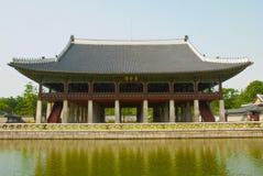 Koreaanse oude gebouwen van buitenkant en binnenkant. Stock Foto's