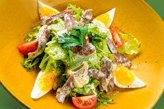 Koreaanse salade met ei en vlees stock foto's