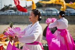 Koreaanse Vrouwen die Ceremonie Buddist uitvoeren Royalty-vrije Stock Foto