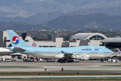 Korean Air Boeing 747 jumbo - stråle Arkivbild