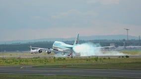 Korean Air Boeing 747 landning lager videofilmer