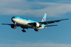Korean Air Boeing 777 Vliegtuig stock afbeelding