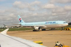 Korean Air. Lines operating as , is the largest airline and flag carrier of South Korea based on fleet size, international destinations and international Stock Photography