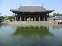 Korean Palace On The Edge Of A Lake Royalty Free Stock Images