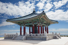 Koreanen sätta en klocka på av kamratskappagoda arkivbild
