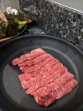 Koreanische bbq-Bruststückfleischplatte roh lizenzfreie stockfotografie