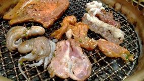 Koreanische japanische Art des Grillgrills, yakiniku, schlie?en oben stock video footage