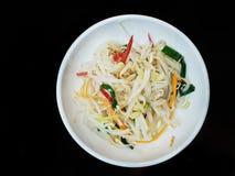 Koreanische Nahrungsmittelart, Draufsicht von den geblichenen Sojabohnen gewürzt mit Öl des indischen Sesams stockfotografie