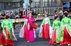 Koreanische Tänzer führen am Laternen-Festival durch Stockbild