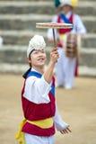 Koreanische Volkstänzer und Musiker Lizenzfreie Stockfotos