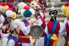 Koreanische Volkstänzer und Musiker Stockbild