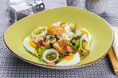 Koreanischer Salat mit Ei und Meeresfrüchten Lizenzfreies Stockfoto
