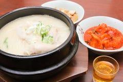 Koreanischer Teller - Samgyetang (Ginseng-Hühnersuppe) - Reihe 2 Lizenzfreie Stockfotos