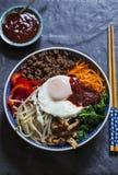 Koreansk bibimbapmaträtt arkivfoto
