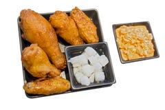 Koreansk kryddig stekt kycklingmat, selektiv fokus royaltyfri foto