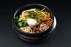 Koreansk soppa med ägget och havsväxt Royaltyfri Foto