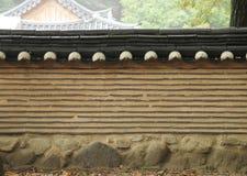 Koreansk stilvägg med det dekorativa taket Royaltyfri Fotografi