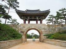 Koreansk tempelport arkivbild
